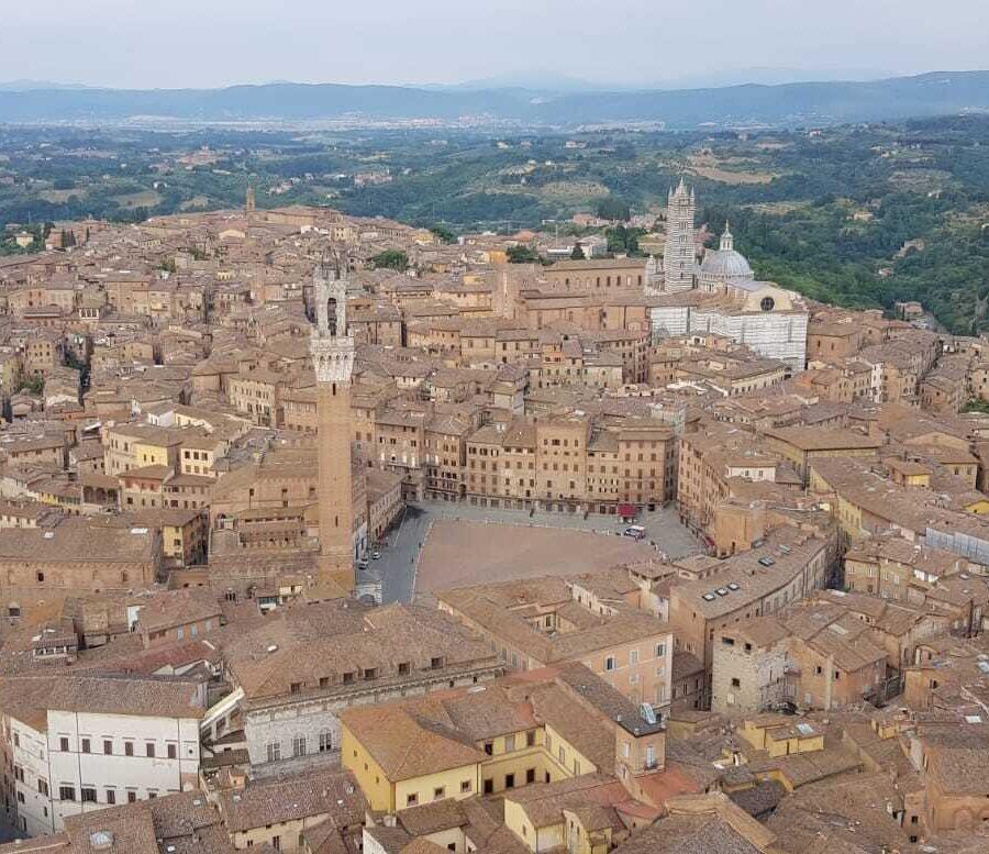 Volo sulla città di Siena