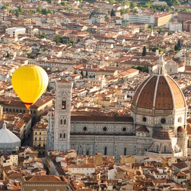 Volo sulla città di Firenze